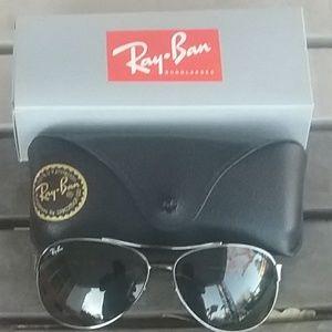 Brand New Black RayBan Aviators RB3386 63mm